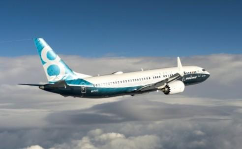Efeito MAX: Boeing assume que aeronave só retoma serviços em outubro
