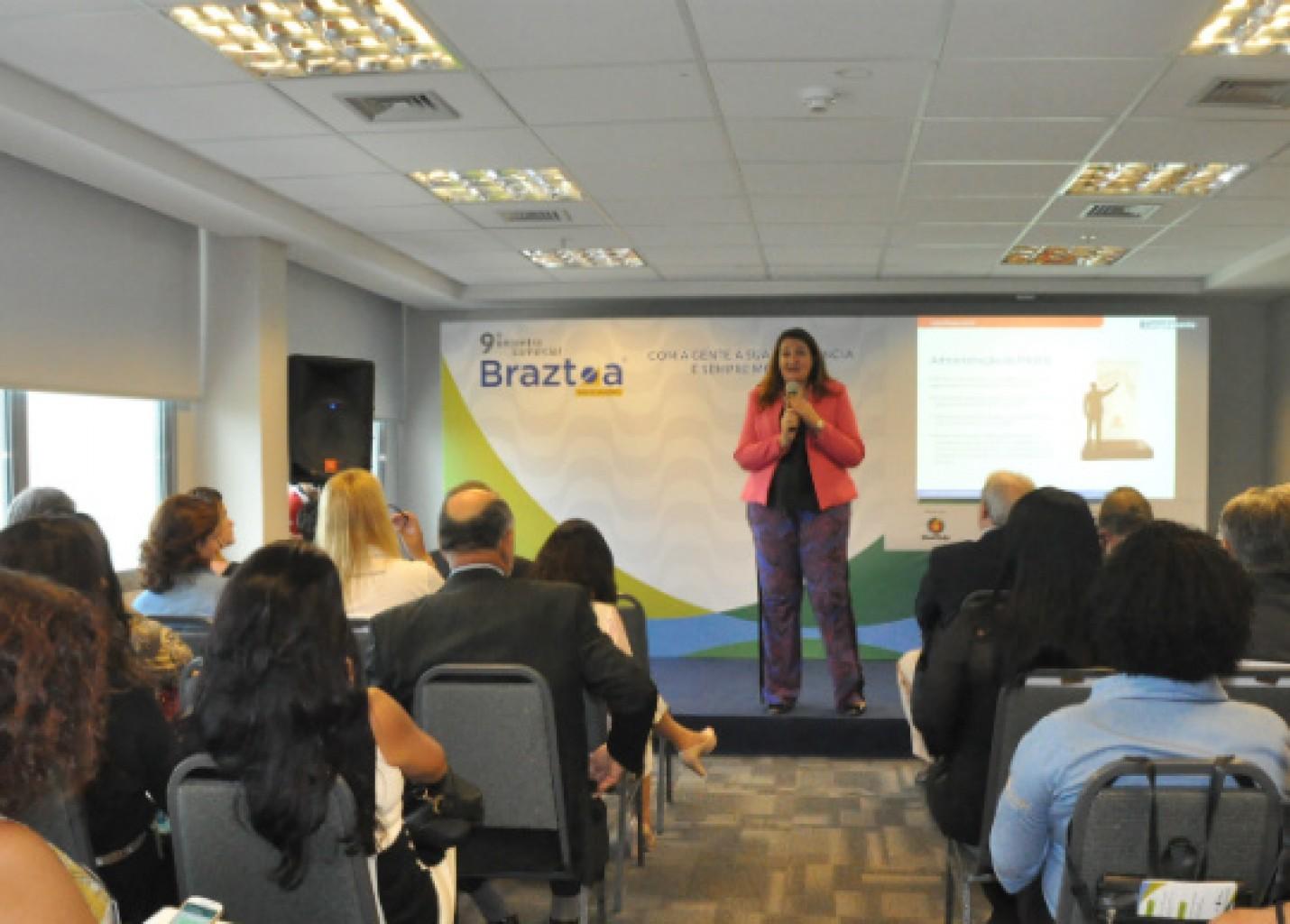 Magda Nassar em palestra no ECB-Rio 2016