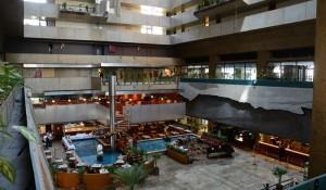 Maksoud Plaza abre processo seletivo para recepcionista