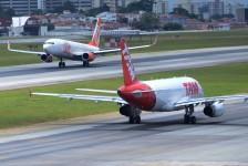 Aeroporto de Congonhas recebe reserva de combustível para abastecer aviões até sexta-feira
