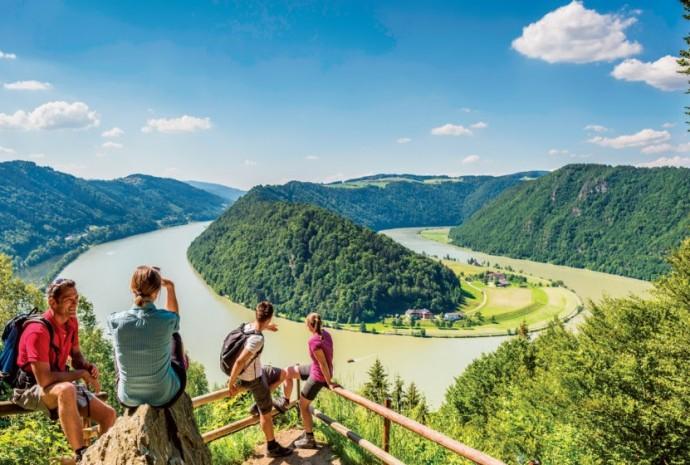 Escalada guiada, exploração de caverna de gelo e canoagem no Rio Danúbio são atividades incluídas na programação europeia especial da Avalon Waterways para 2017