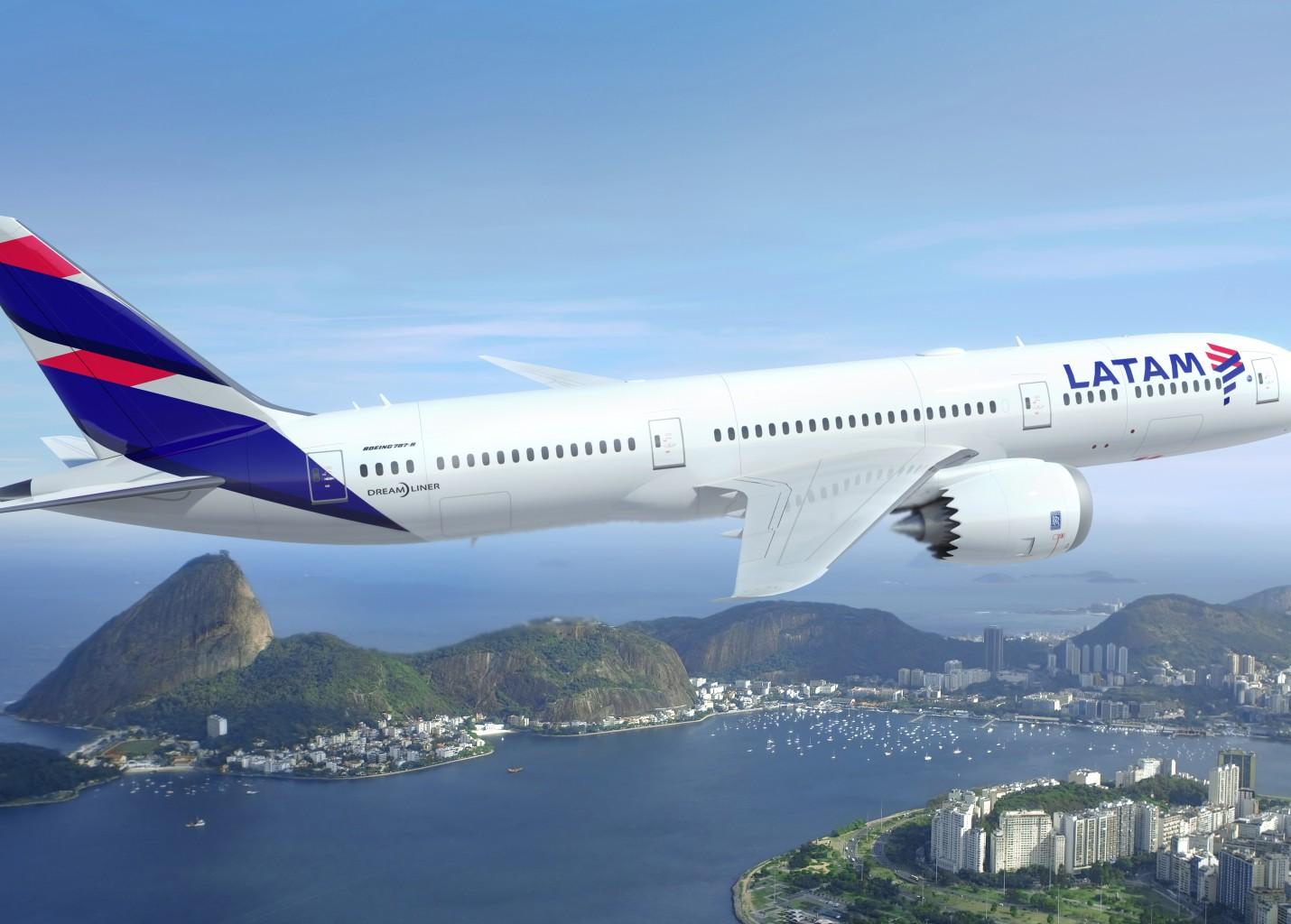Latam terá mais de 50 aeronaves com a nova pintura até o fim de 2016; veja vídeo
