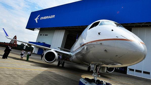 E175-da-Embraer20140312-0015-size-598
