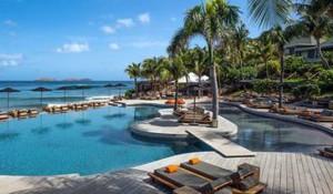 Conheça 10 piscinas de hotéis que valem o mergulho