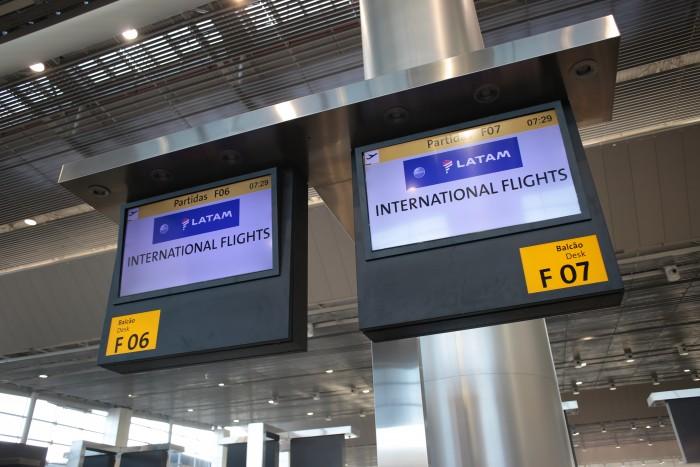 Pico de chegada ou saída do Aeroporto Internacional de São Paulo deve ser entre 6h e 8h e 18h e 20h, em todos os dias do recesso prolongado.