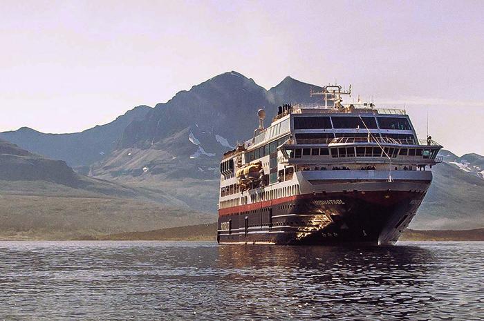26e05ef4d6 Os cruzeiros incluem alestras a bordo e excursões às cidades