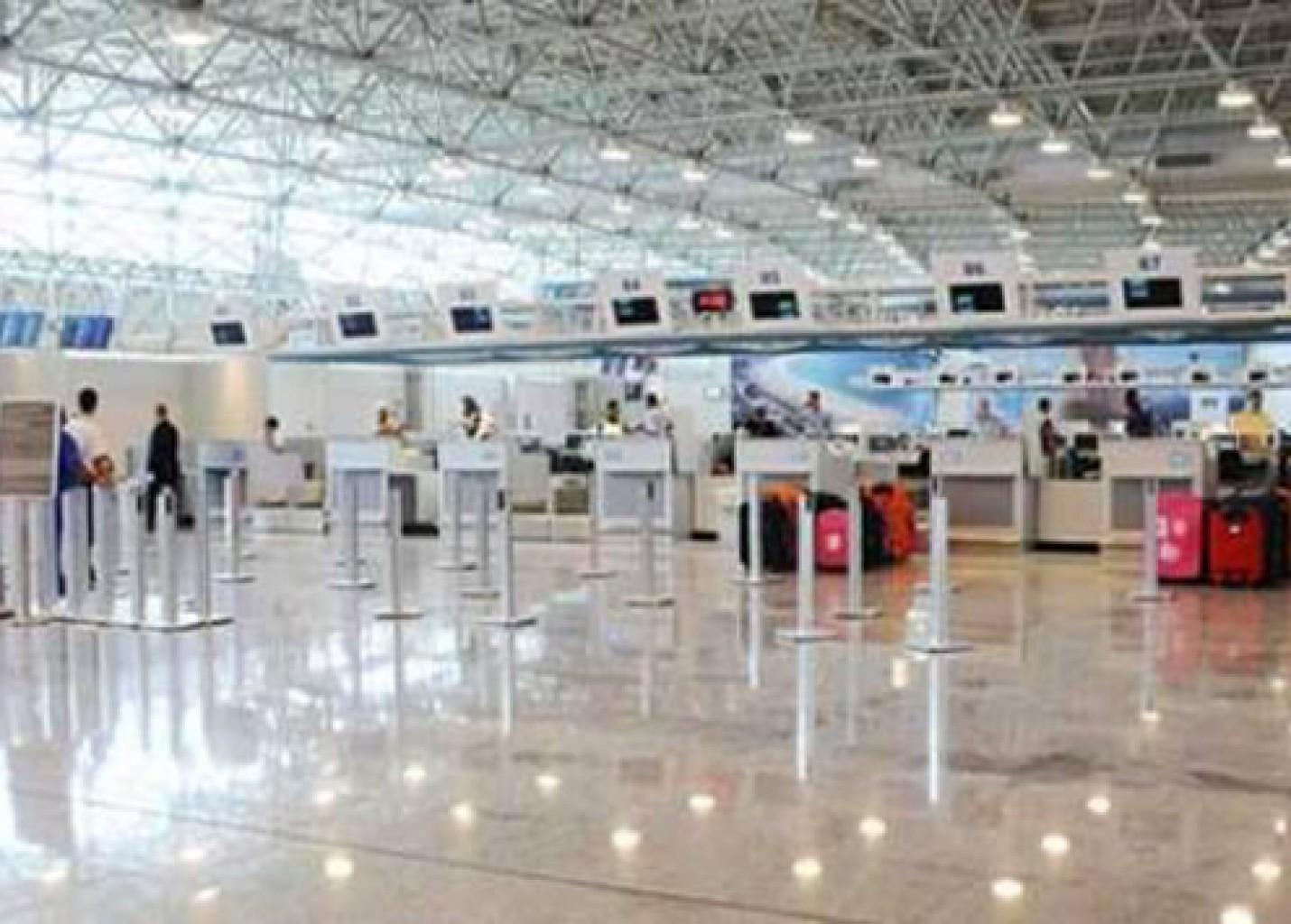 Greve de comissários e pilotos pode paralisar voos dia 28 no país