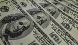 Dólar tem maior alta desde 2016; venda chega a R$ 3,42