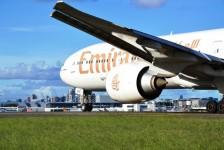 Emirates lança serviço de handling de portáteis em voos para os EUA