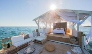 Airbnb faz parceria com Pixar e leva hóspedes para a Grande Barreira de Corais