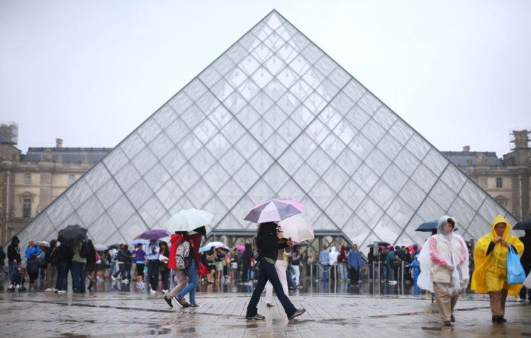 Queda de visitantes coincide com os atentados terroristas dos últimos anos na França