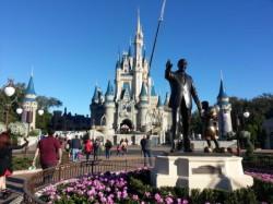 Disney mantém parques fechados por tempo indeterminado