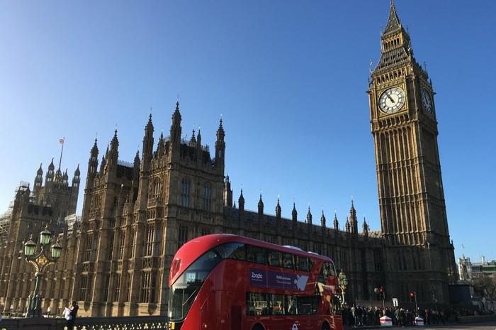 O trem levará aproximadamente quatro horas para viajar da Estação Central de Amsterdã para St. Pancras, em Londres