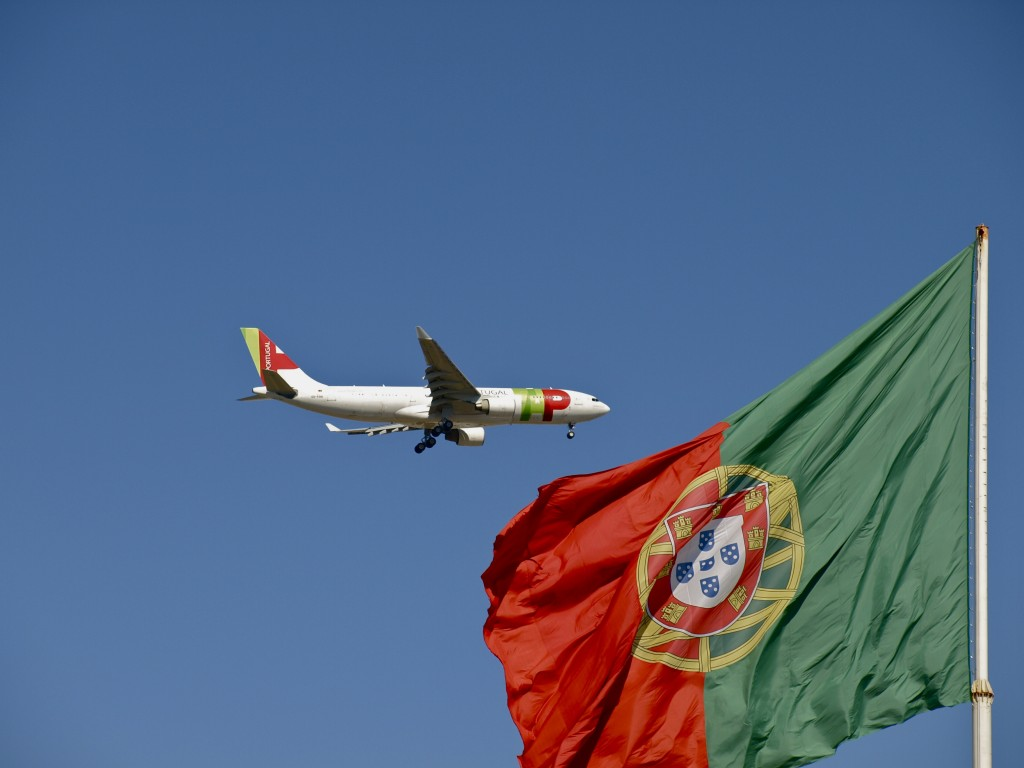 TAP_Airbus_A330-223_with_portuguese_flag