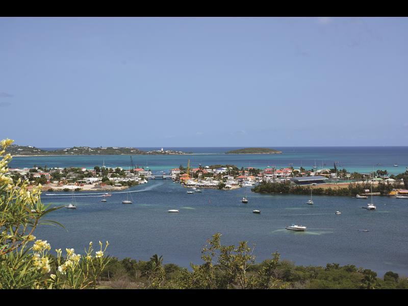 Vista da baia, em Saint-Martin (Foto: Samantha Chuva)