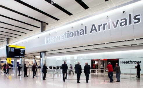 Reino Unido proíbe entrada de viajantes do Brasil e outros 15 países