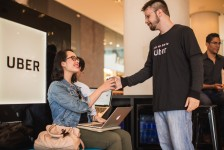 Uber cria lounge especial para passageiros no Aeroporto Santos Dumont/RJ; fotos