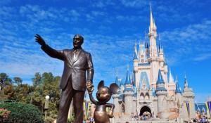 Disney é pressionada para adiar reabertura de seus parques em Orlando