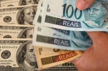 Dólar tem maior alta diária em quase 2 anos e fecha em R$ 3,902