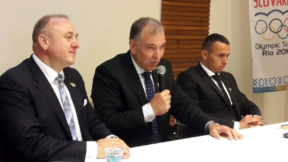Embaixador Milan Cigan, diretor da Bancorbras Operadora, Carlos Eduardo Pereira, e Mario Krikanovic do gov. da Eslovaquia - Crédito Katia Cristina