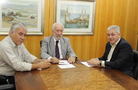 Jacó Gimenes, presidente da Paraná Turismo, Darci Piana, presidente da Fecomércio-PR, e Douglas Fabrício, secretário de Esporte e Turismo