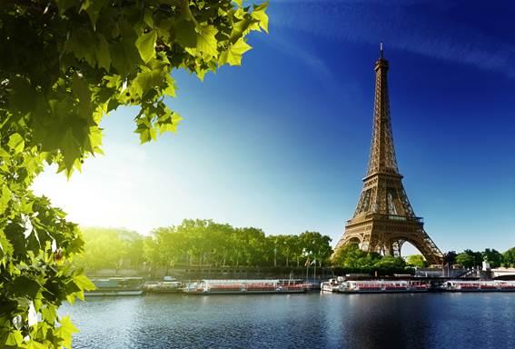 Paris foi eleita a preferida entre os turistas para passar o final de ano, na frente de Londres e Nova York