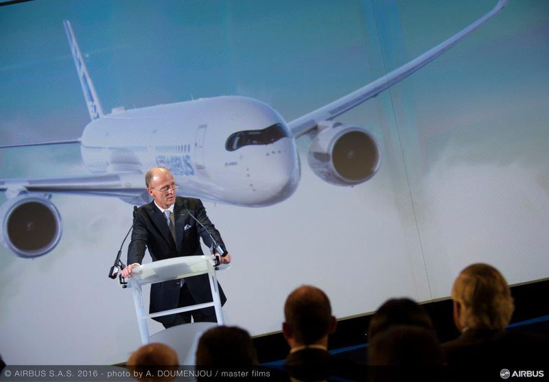 800x600_1476445994_10_000th_Airbus_aircraft_delivery_A350-900_to_SIA-Speeches-021
