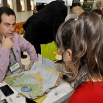 Luis Simardi, da Around SP, apresenta seus produtos para os buyers internacionais
