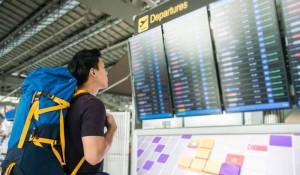Millennials gastam 40% menos em viagens que turistas mais velhos