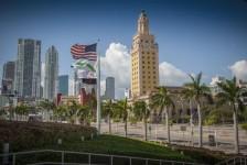 Miami volta a fechar restaurantes após recorde no número de casos de Covid-19