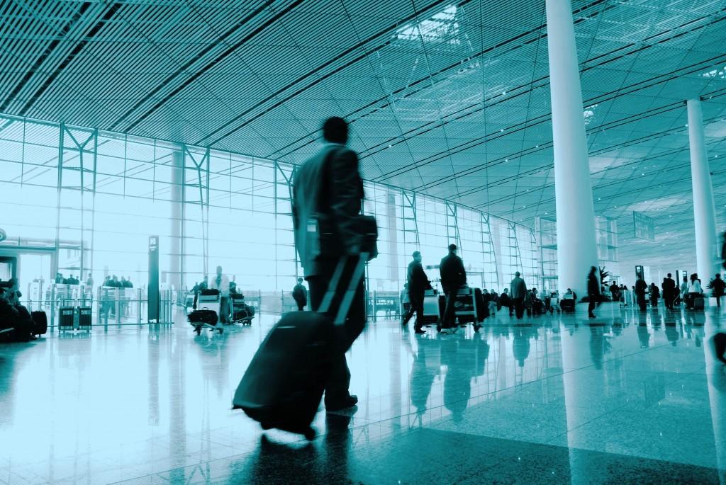 A crescente demanda nos aeroportos do mundo irá obrigar as aéreas a treinarem e contratarem novos pilotos