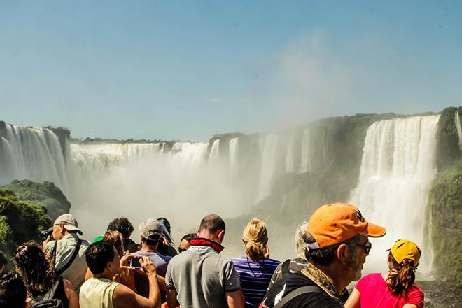 Região das cataratas também registrou aumento no fluxo de turistas australianos e canadenses