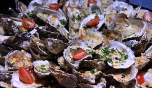 8 em cada 10 turistas internacionais aprovam culinária brasileira