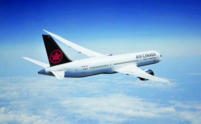 Além do fundo preto na logomarca da empresa, os aviões também ganharam uma pintura escura na parte de baixo (Foto: Divulgação)