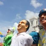 Bonecos representam Eduardo Campos e Tiririca