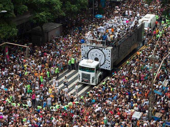 Pesquisa revelou que, 49% dos brasileiros aproveitarão o feriado para viajar