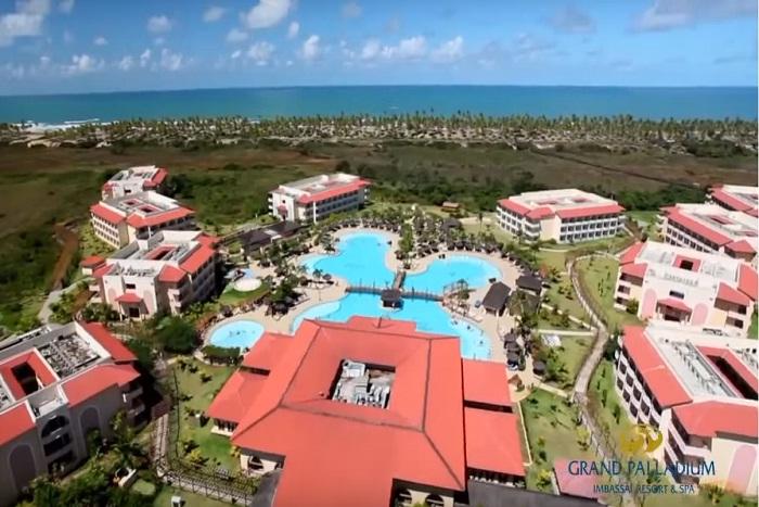 Entre os resorts, estão: Costa do Sauípe, Grand Palladium Imbassaí, Iberostar Bahia, Iberostar Praia do Forte e Vila Galé Marés (Foto: YouTube)