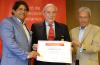 """Ian Gillespie, da Avianca, recebe prêmio de """"Embaixador de Lima"""""""