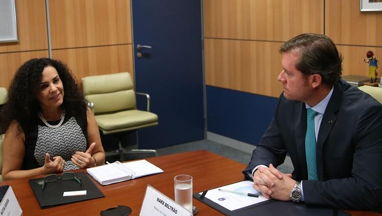 Presidente do Iphan, Kátia Bogéa, durante encontro com o ministro, Marx Beltrão (Foto: Roberto Castro/ MTur)