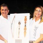 Claiton Armelin recebe o trofeu pela CVC