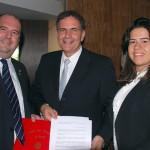 Hamilton Vasconcelos entrega carta da Comissao de Turismo da OAB-RJ a Sergio Flores com medidas para o setor