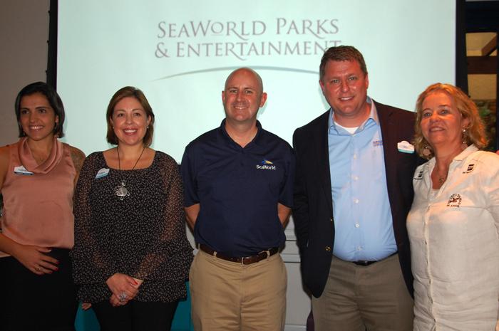 Marjori Schroeder, Maria Pazmino, Jim Kisler e Bill Street, do SeaWorld, com Neca Marcovaldi, do projeto Tamar-mini