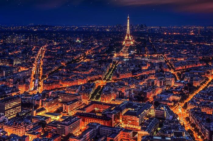 Bares à noite em Paris são de grande procura por aqueles eque viajam sós.