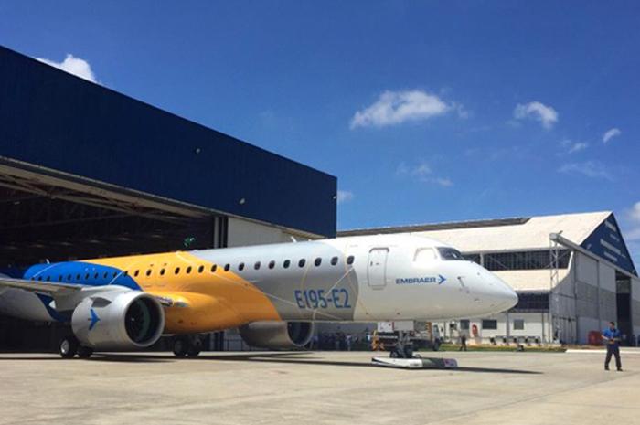 O E195-E2 foi apresentado oficialmente pela Embraer em março de 2017 e é o maior avião comercial já fabricado no Brasil.