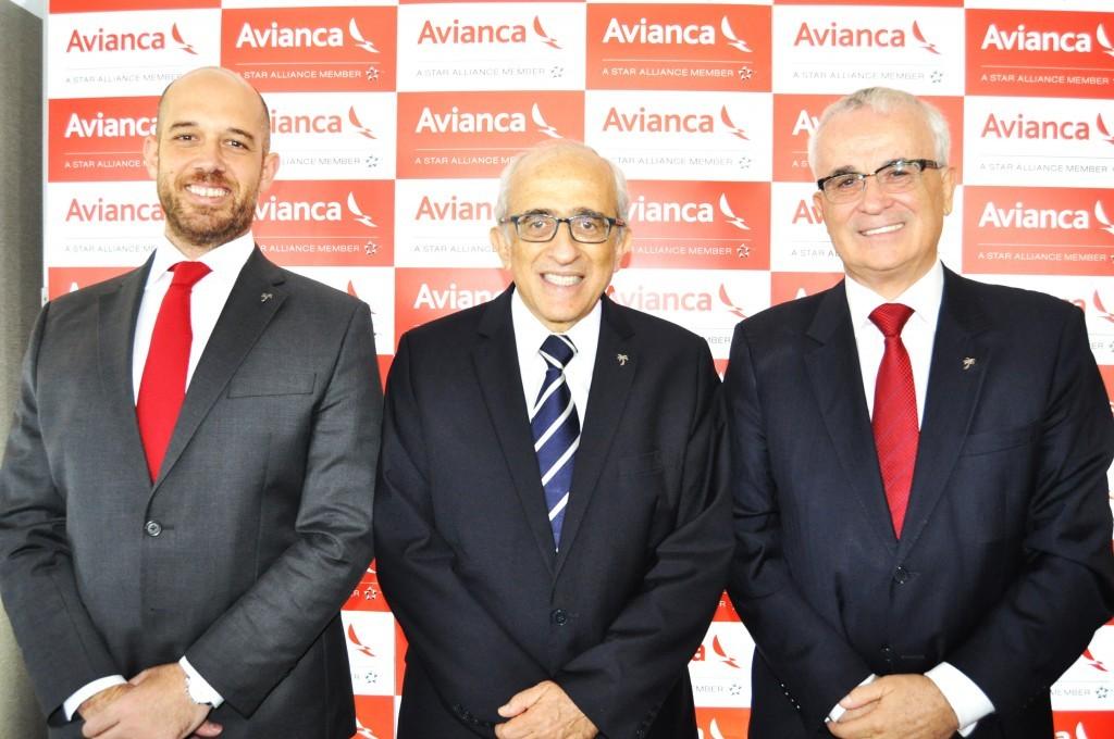 Frederico Pereira, presidente, José Efromovich, fundador, e Tarcísio Gargioni, VP da Avianca Brasil