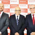 Frederico Pereira, presidente, José Efromovich, fundador, e Tarcísio Gargioni, VP da Avianca Brasil, os três grandes executivos da companhia