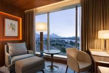 Hilton Barra completa dois anos e oferece pacotes especiais para feriados
