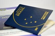Restrições de viagem derrubam peso de passaportes do Brasil e dos EUA
