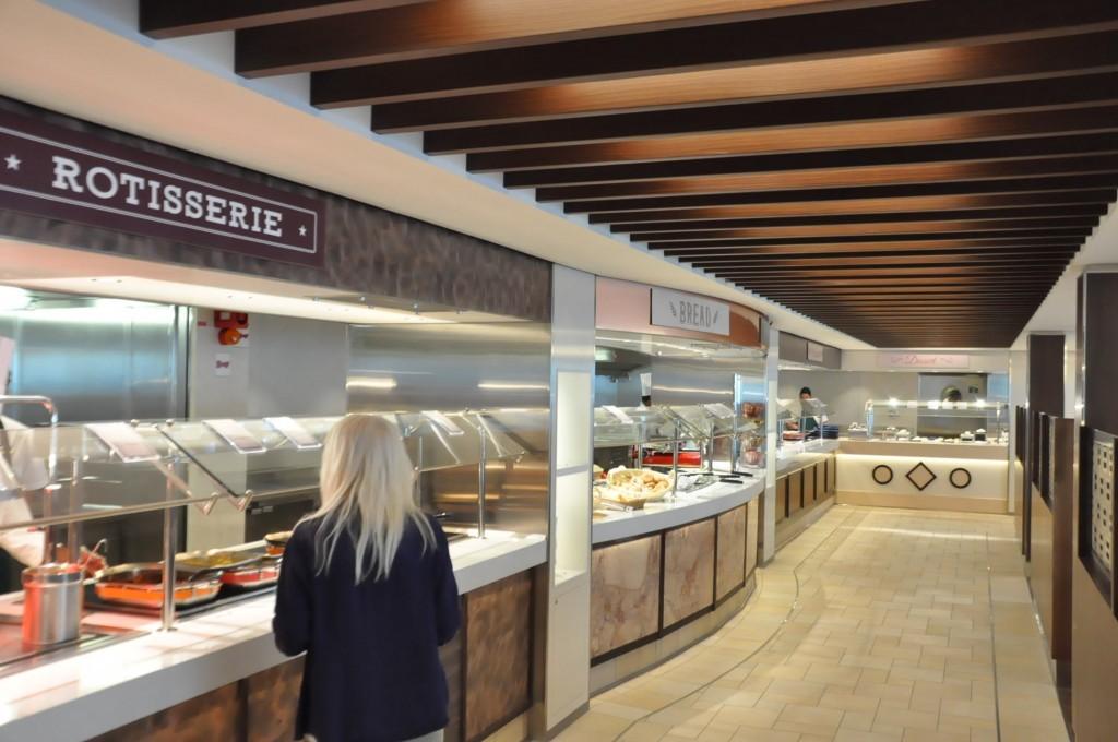 Com 3.350 m² o Market Place Buffet fica aberto dia e noite com diversas opções que vão desde a culinária tradicional a novas tendência