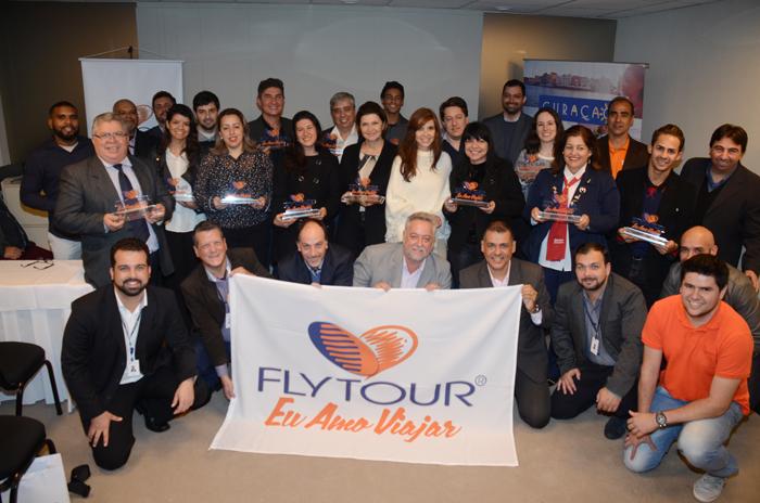 Equipe da Flytour com os premiados